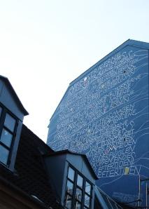 她的詩寫在巨墻壁上(哥本哈根)